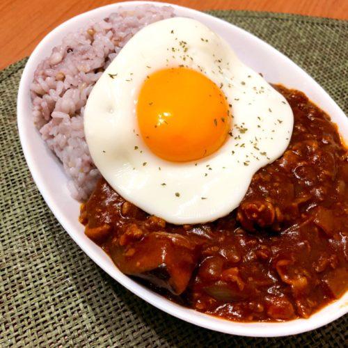 晩御飯に作った卵をのせたキーマカレー