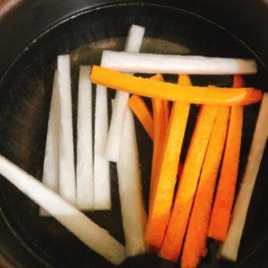 野菜スティックを50度洗いする