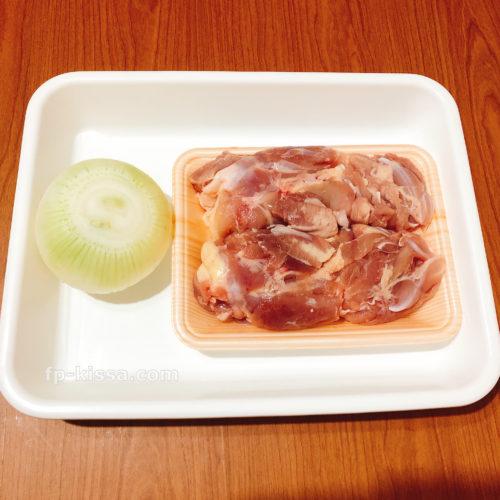 鶏チリの材料。鶏肉と玉ねぎ
