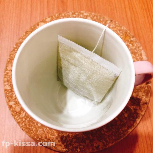 マグカップと美爽煌茶(びそうこうちゃ)のティーパック