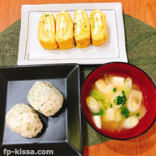 朝ごはんは簡単な和食